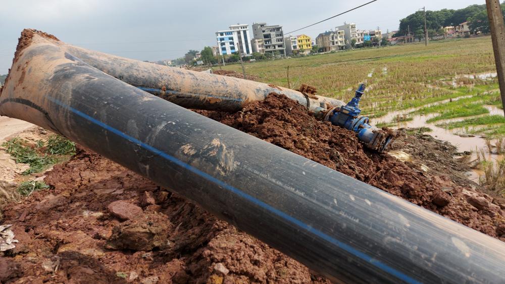 Lạng Giang: Thi công đường làm hỏng ống dẫn nước sạch