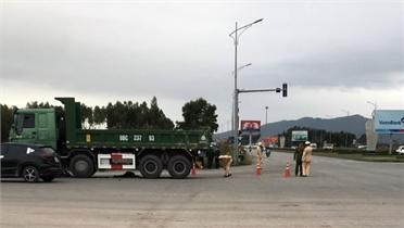 Bắc Giang: Xe tải va chạm với xe máy, một học sinh lớp 9 tử vong