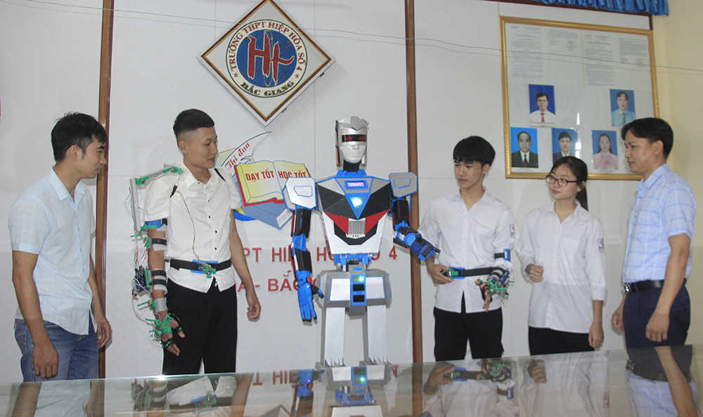 Bac Giang province, 3 groups of inventors, National Invention Contest, Youth, Teenager and Children, Multifunctional support robot, Self operating elevator