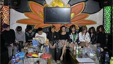 Bắc Giang: Kiểm tra quán hát hoạt động quá giờ, 10 thanh niên dương tính với ma túy