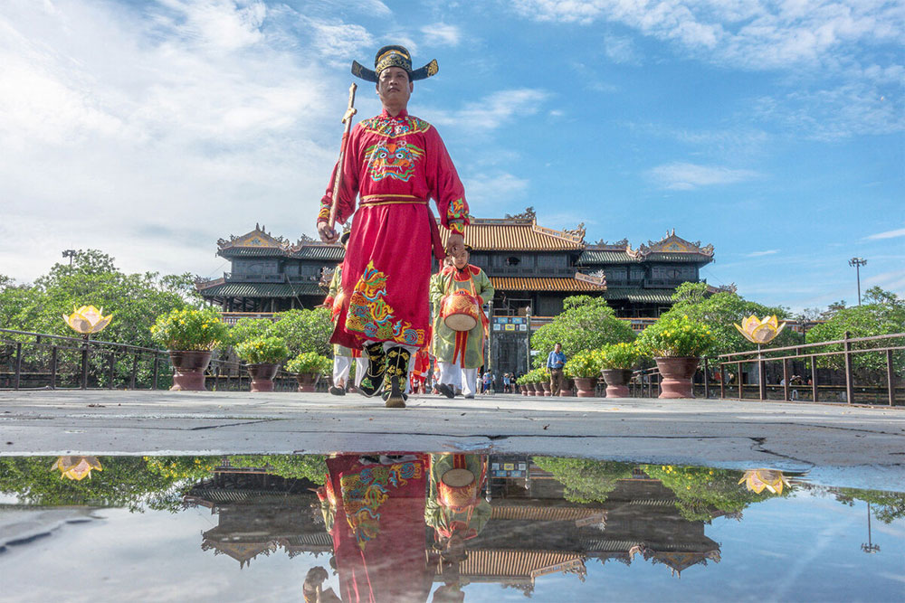 Changing of the guard, Hue Imperial Citadel, Visitors to Hue, Vietnam's former Nguyen Dynasty, UNESCO heritage site
