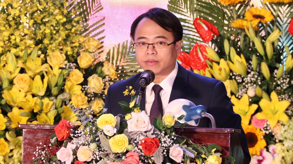 Bí thư Huyện ủy Nguyễn Văn Dũng trình bày diễn văn tại Lễ kỷ niệm.