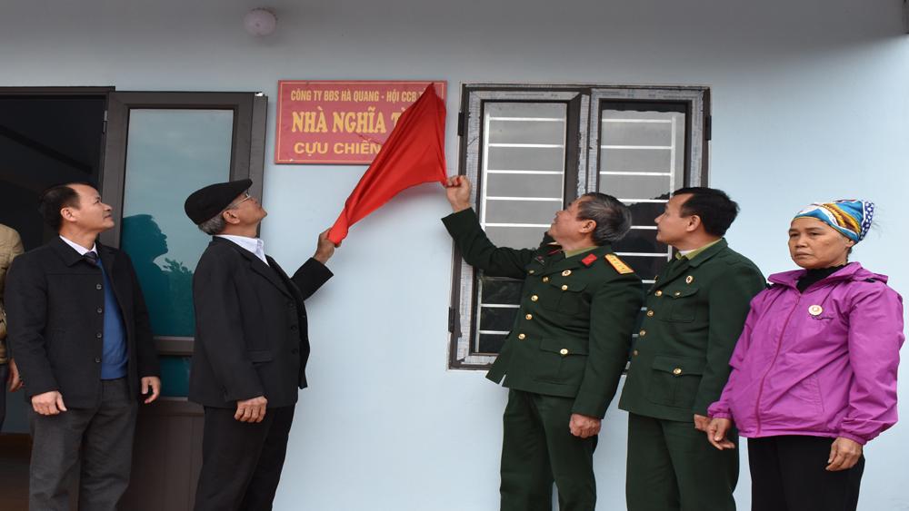"""Trao nhà """"Nghĩa tình đồng đội"""" cho nữ cựu chiến binh huyện Tân Yên"""