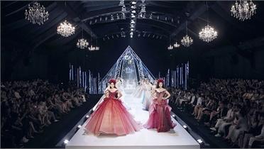 Các hoa hậu trên sàn diễn thời trang