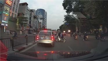 Học sinh vượt ẩu gây tai nạn xe máy