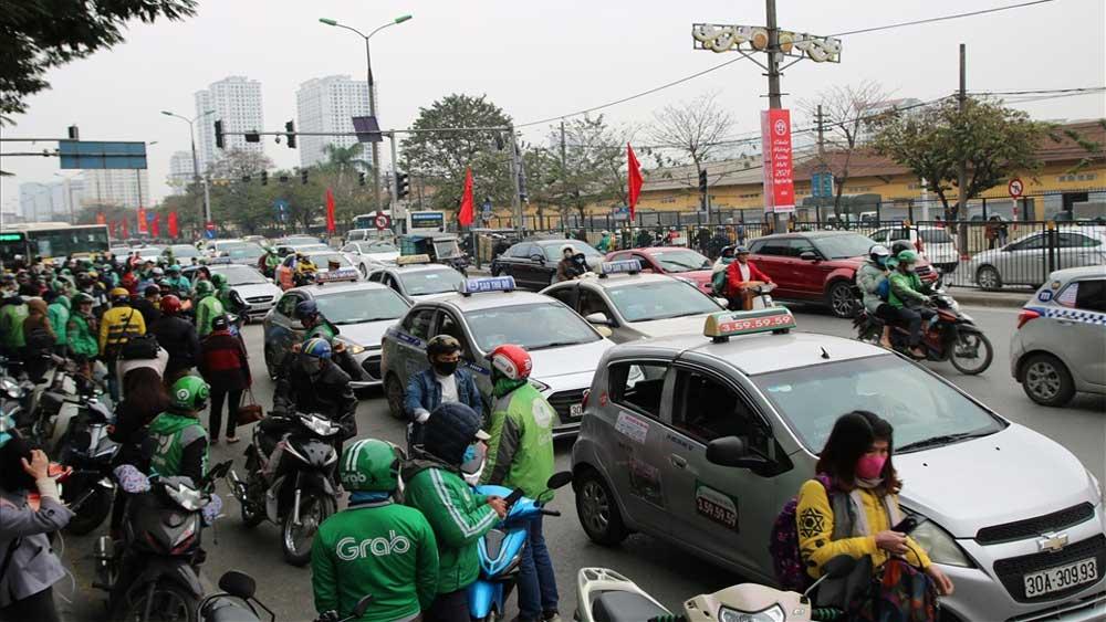 Dân đổ xô về thủ đô, Hà Nội tắc từ cửa ngõ tới nội đô