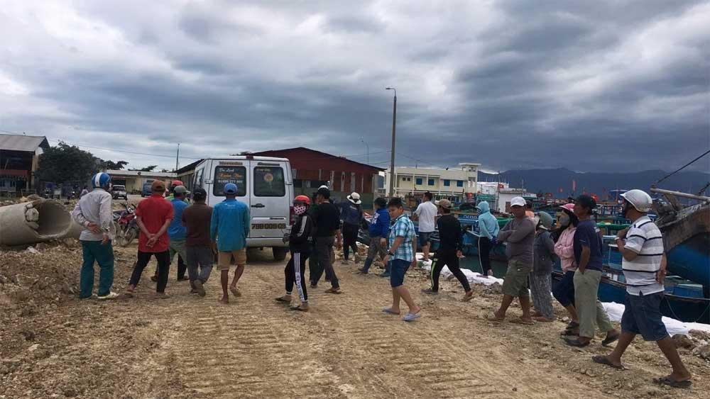 Khánh Hòa: Tàu cá va phải đá ngầm khiến một người chết, một người mất tích