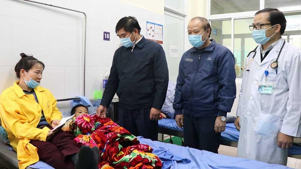 Máy ép cọc đổ đè chết 2 cháu bé 8 tuổi, 2 bé khác bị thương