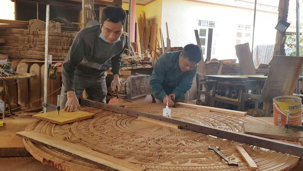 Bac Giang: Carpenters busy during the year-end