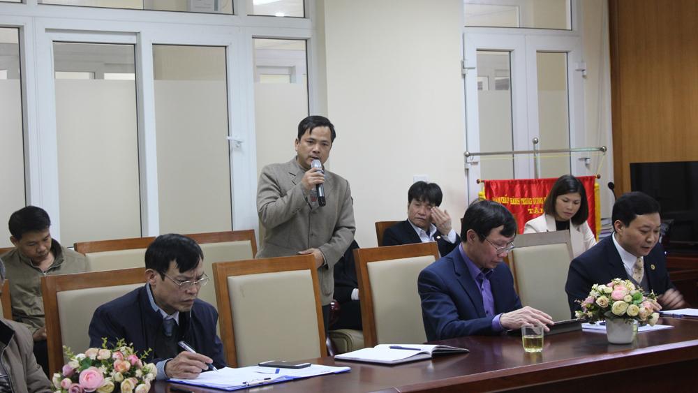 Đại diện lãnh đạo UBND xã Tiến Dũng (Yên Dũng) phát biểu ý kiến.