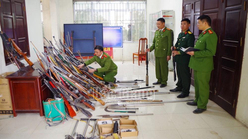 Công an huyện Yên Thế tiêu hủy hàng trăm súng tự chế, công cụ hỗ trợ