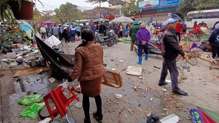 Hải Phòng: Ô tô lao vào chợ cóc, 7 người bị thương