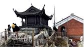 Bắc Giang: Hàng nghìn du khách đến Tây Yên Tử ngắm băng tuyết