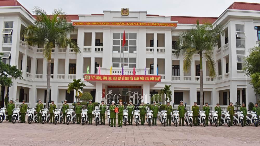 Công an Tân Yên bàn giao 22 xe mô tô cho công an các xã, thị trấn