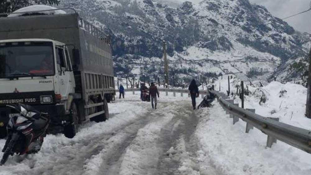 Băng tuyết, bao phủ , tuyến đường, cảnh báo , nguy cơ , tai nạn giao thông