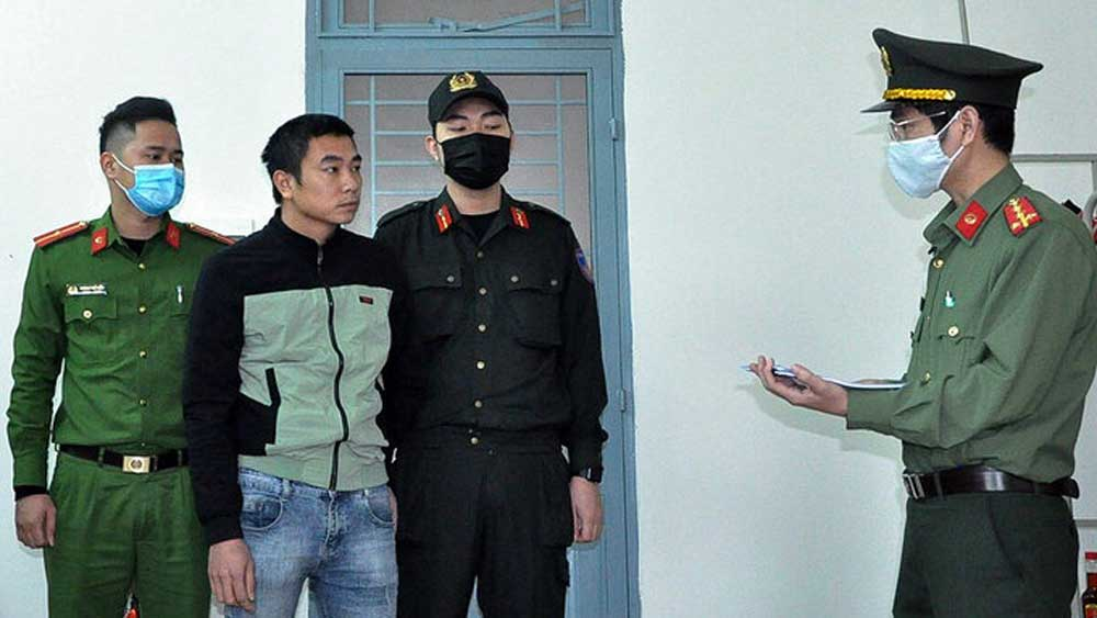 Da Nang drivers detained for smuggling Chinese migrants