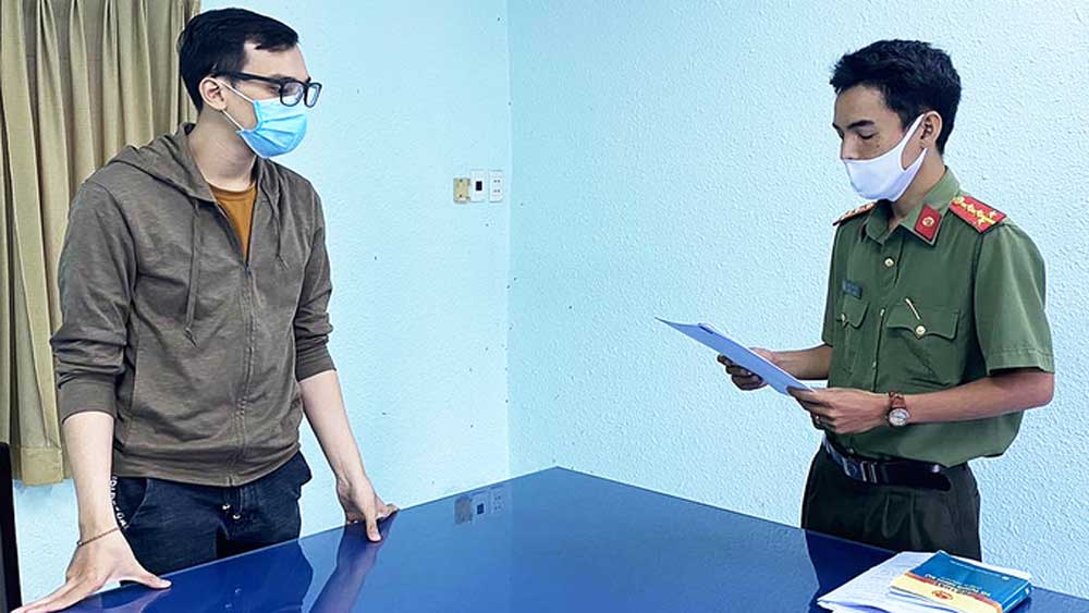 Flight attendant under house arrest for triggering HCMC Covid-19 outbreak