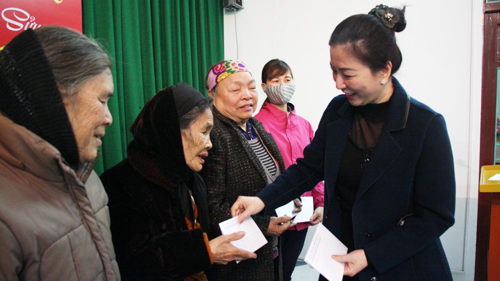 Bắc Giang, tặng quà Tết, đồng chí Lê Thị Thu Hồng, Tặng quà người có công