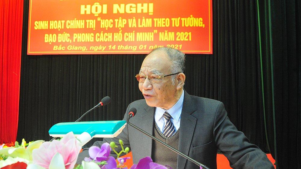 Giáo sư, Tiến sĩ Hoàng Chí Bảo nói chuyện chuyên đề Chủ tịch Hồ Chí Minh tại Bộ CHQS tỉnh Bắc Giang