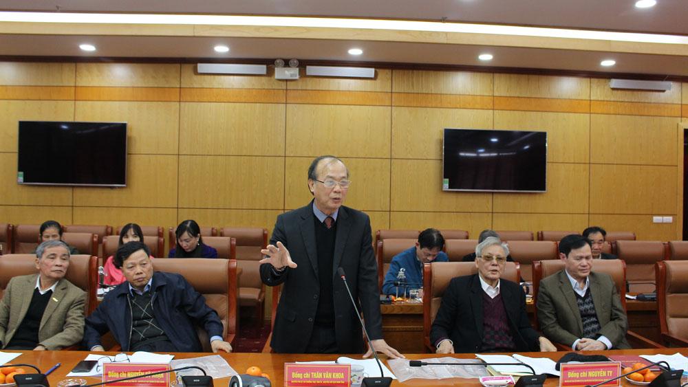Đồng chí Thân Văn Khoa, nguyên Phó Bí thư Thường trực Tỉnh ủy Bắc Giang phát biểu ý kiến tại buổi tọa đàm.