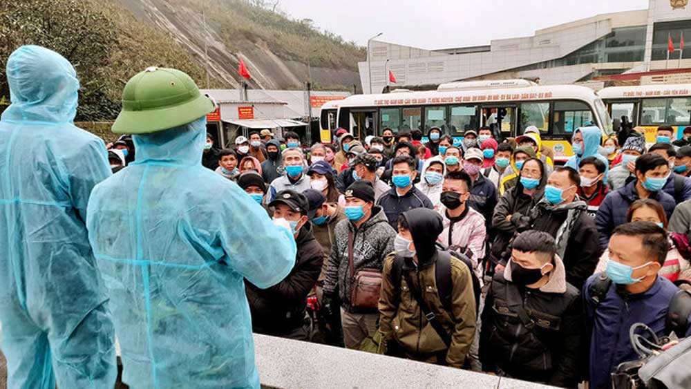 Workers return to Vietnam early for pre-Tet quarantine