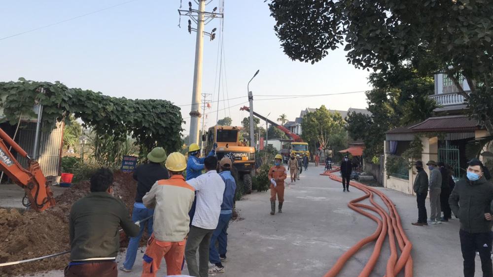 Lạng Giang: Bảo vệ thi công tuyến đường điện qua xã Tân Hưng