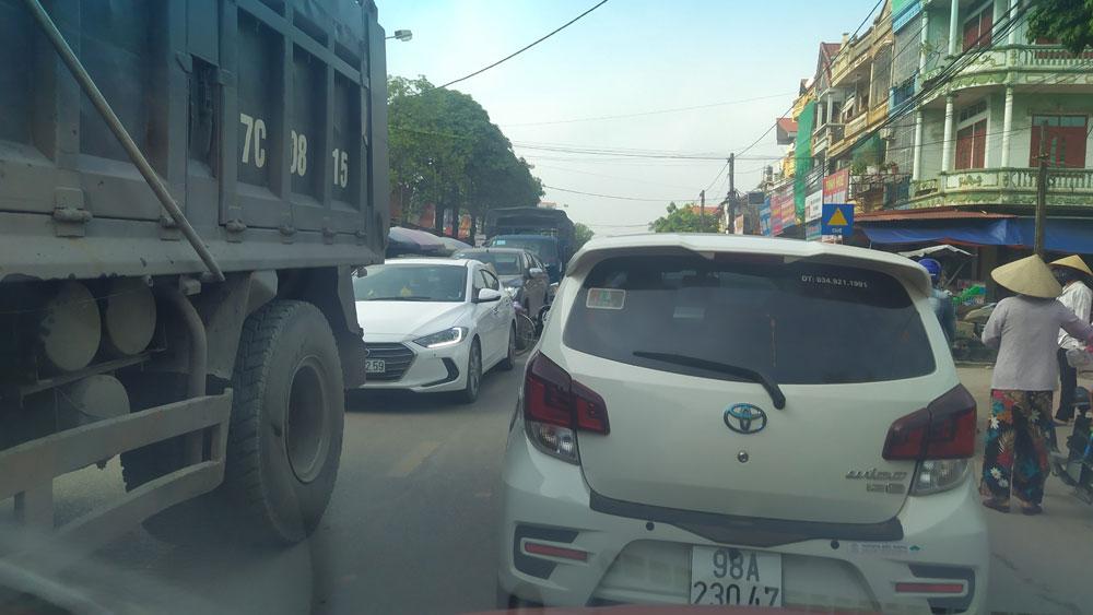 Tân Yên:  Sớm chấn chỉnh việc đỗ xe ở lòng đường khu vực chợ Mọc