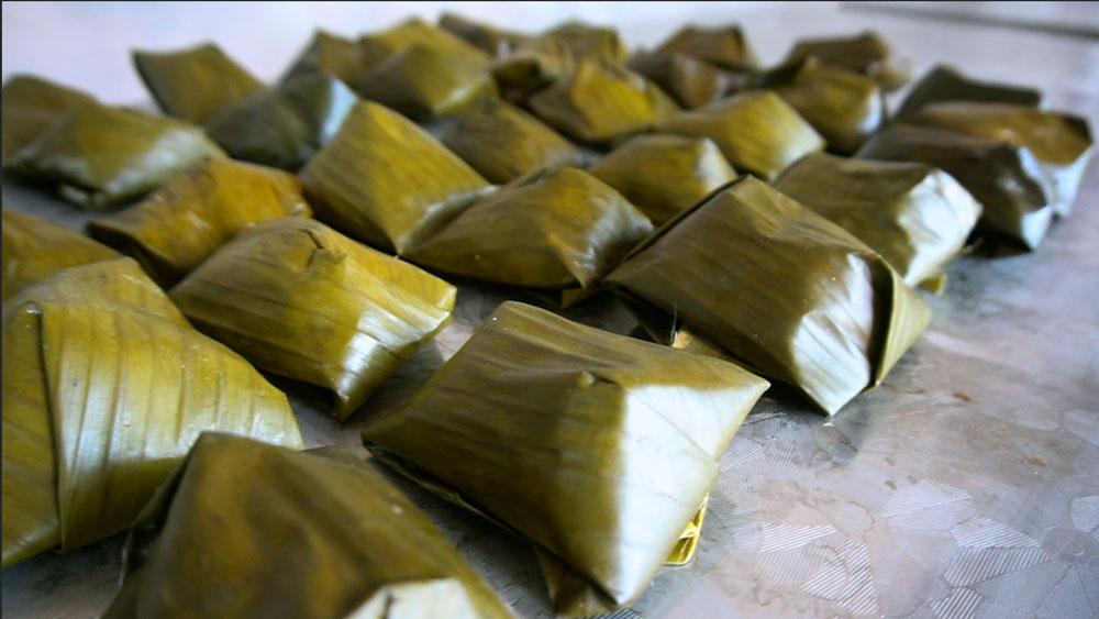 Độc đáo bánh vắt vai ngày Tết ở Bắc Giang