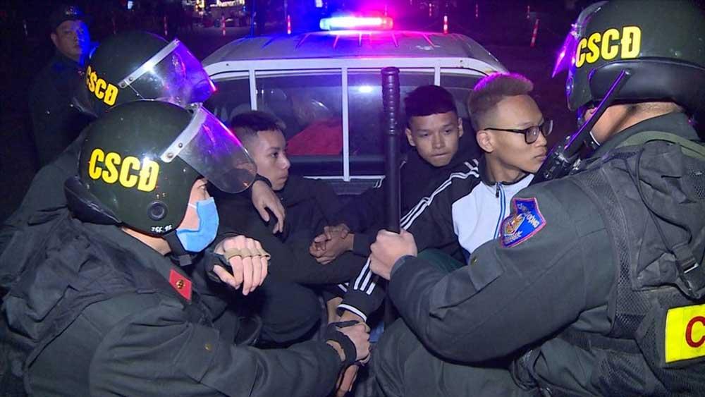 Thanh Hóa: Bắt giữ nhóm đối tượng ném gạch đá vào Cảnh sát cơ động