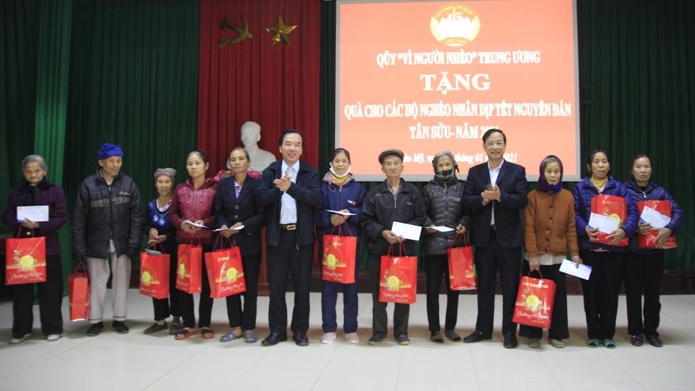 Bắc Giang, tặng quà, hộ nghèo, cận nghèo, xã hội