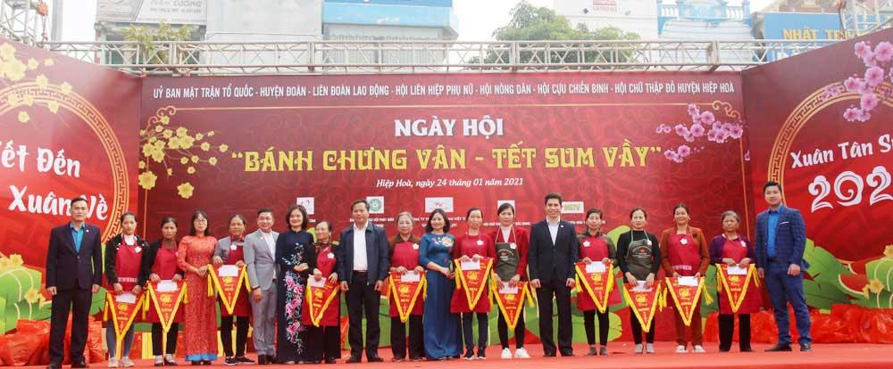 Bac Giang, Van 'chung cake, Tet of reunion, festival held