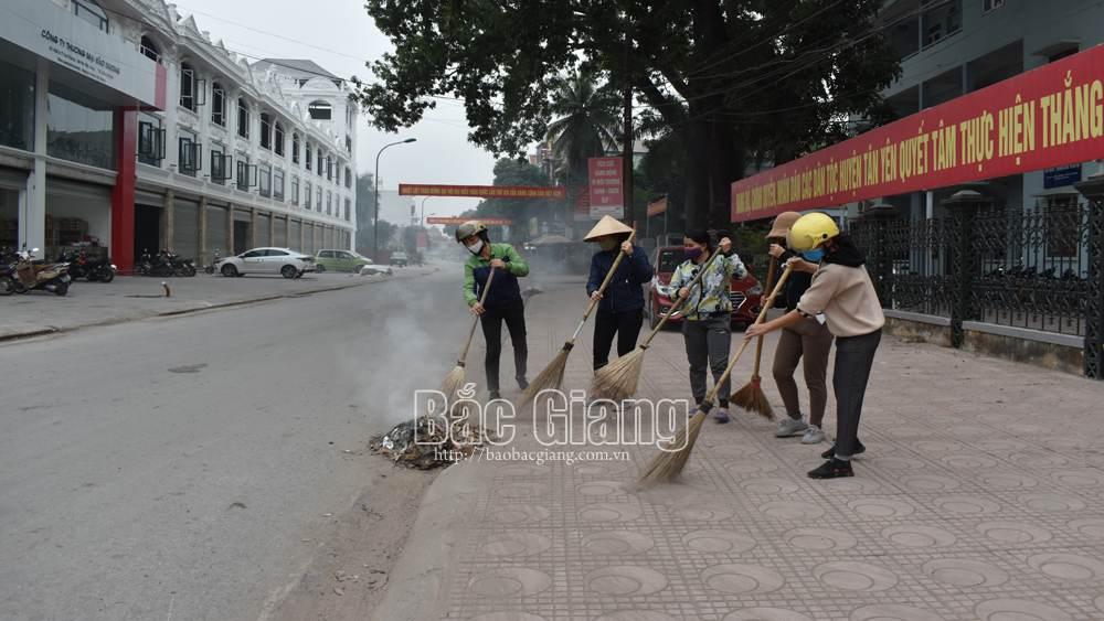 Phụ nữ Tân Yên ra quân vệ sinh môi trường