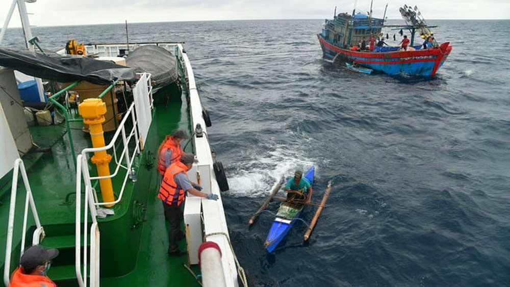 Vietnam , Filipino fishermen, stranded at sea