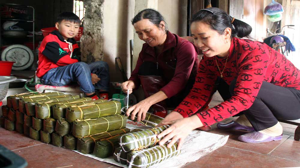 Bac Giang's local specialties attract customers on year-end occasion