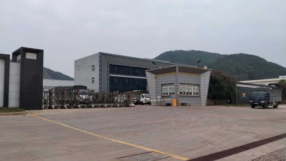 Bac Giang, industrial clusters, district centers