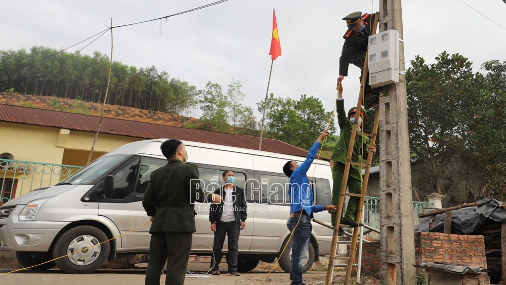 """Bắc Giang: Tuổi trẻ Công an tỉnh """"Thắp sáng đường quê"""", tặng quà người nghèo vùng cao"""
