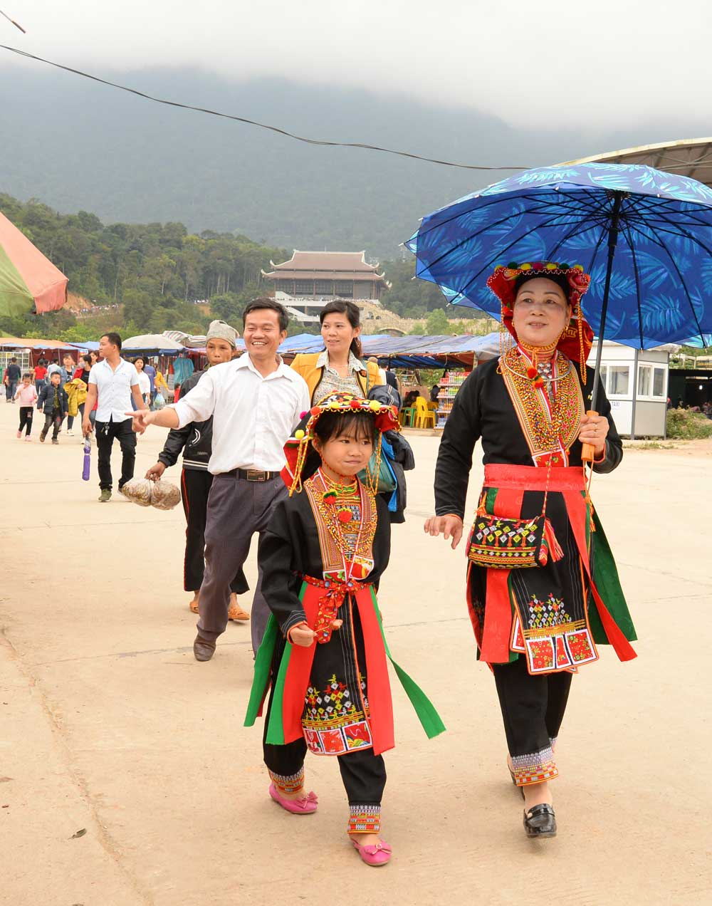 Spring road , Tay Yen Tu,  Vinh Nghiem Pagoda Complex