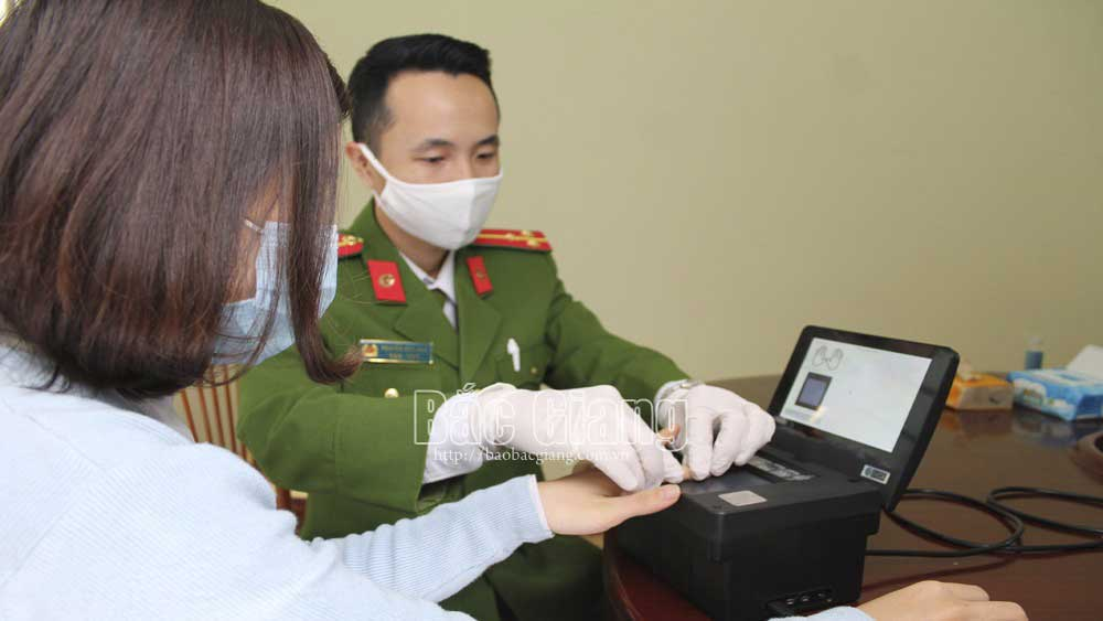 Bac Giang simultaneously issues chip-based ID cards in 10 districts, city