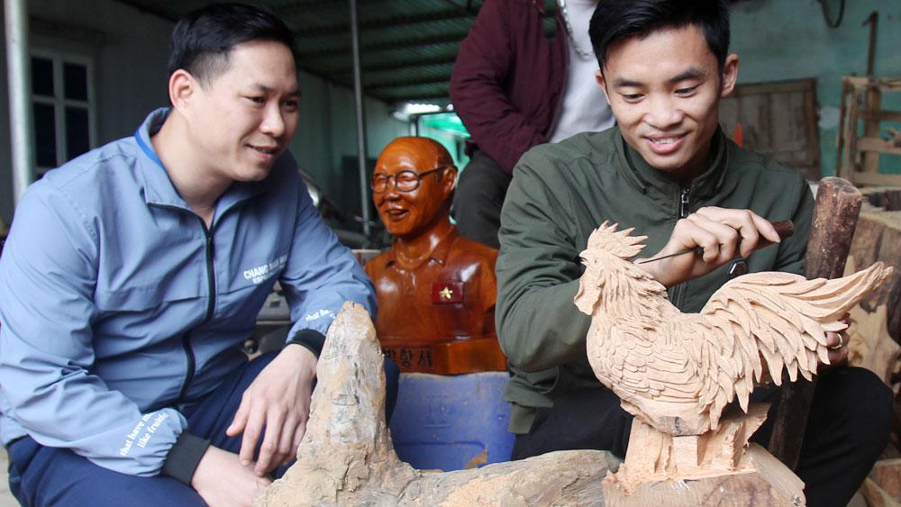 """Chàng trai Bắc Giang """"thổi hồn"""" vào gỗ"""