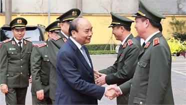 Thủ tướng Nguyễn Xuân Phúc kiểm tra công tác ứng trực sẵn sàng chiến đấu tại một số đơn vị công an