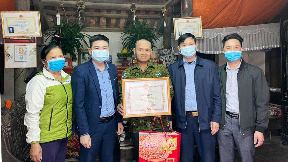 Chủ tịch, UBND TP Bắc Giang, khen thưởng, tấm gương làm việc tốt, nhặt được của rơi, Bắc Giang