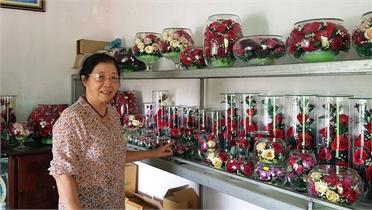 Người phụ nữ cắm bình hoa 10 năm không tàn, dân yêu hoa thích mê