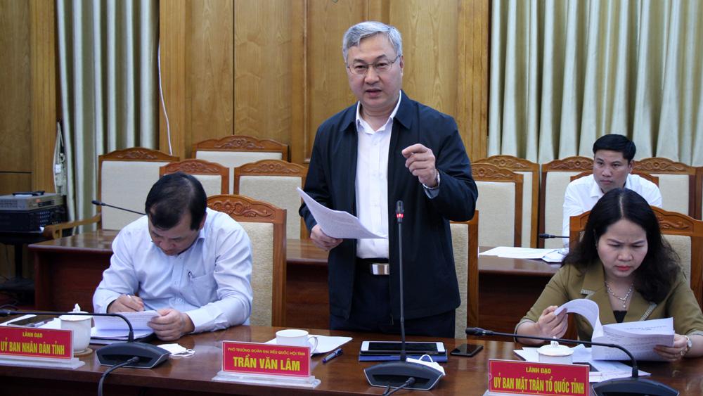 Đồng chí Trần Văn Lâm nêu ý kiến về dự thảo báo cáo tổng kết của HĐND tỉnh nhiệm kỳ 2016-2021.