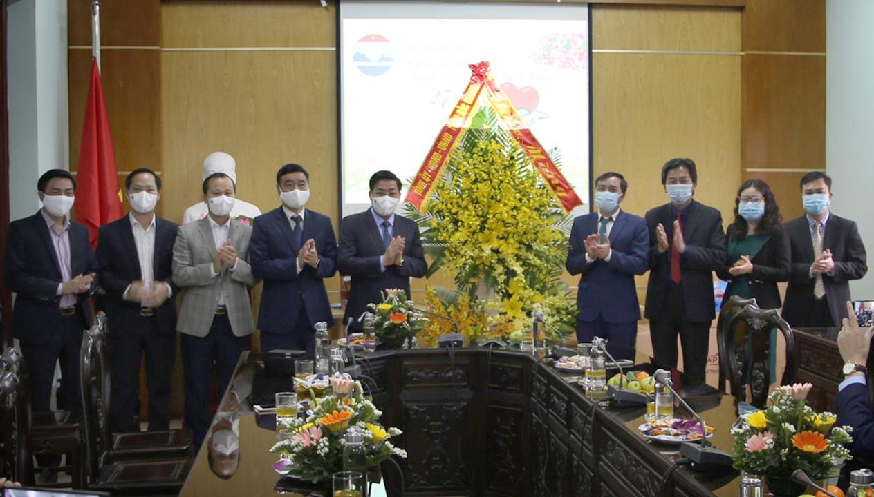 Bí thư Tỉnh ủy Dương Văn Thái: Các cán bộ y tế cần gìn giữ y đức, nâng cao y thuật, tận tụy phục vụ nhân dân