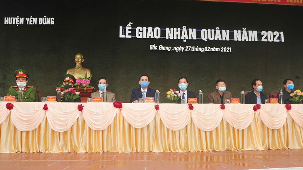 Quốc phòng, Ban CHQS, Đồng chí Nghiêm Xuân Hưởng động viên tân binh huyện Yên Dũng lên đường nhập ngũ
