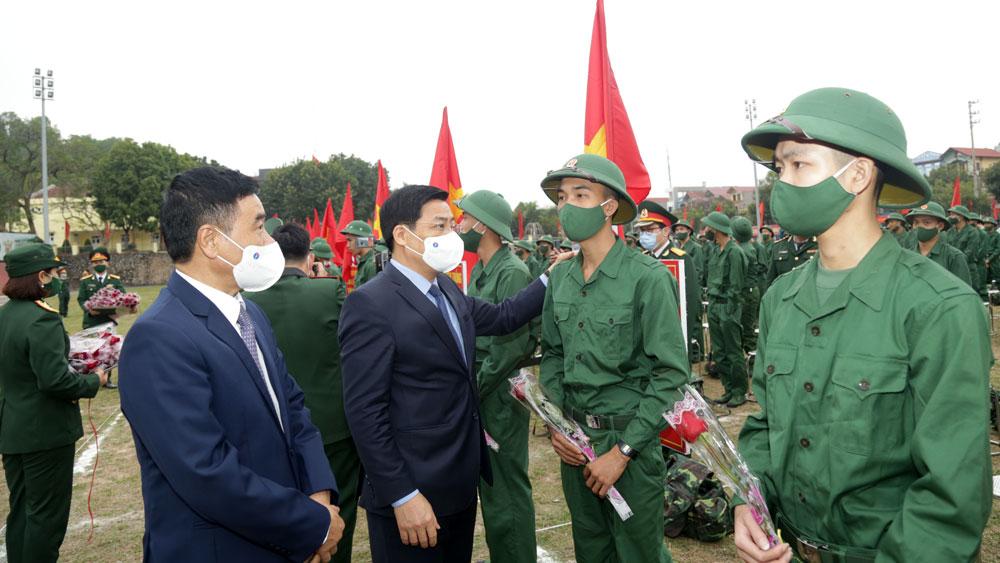 Bí thư Tỉnh ủy Dương Văn Thái động viên tân binh huyện Tân Yên lên đường nhập ngũ