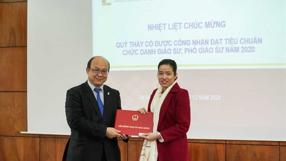 Lecturer the youngest female associate professor, 34, Nguyễn Thị Thanh Hà,