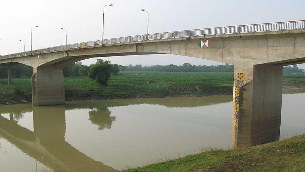 Bridge connecting Bac Giang and Bac Ninh under construction