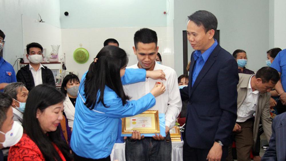 Tuổi trẻ dũng cảm, Nguyễn Ngọc Mạnh, T.Ư Đoàn, huy hiệu, bé gái 3 tuổi