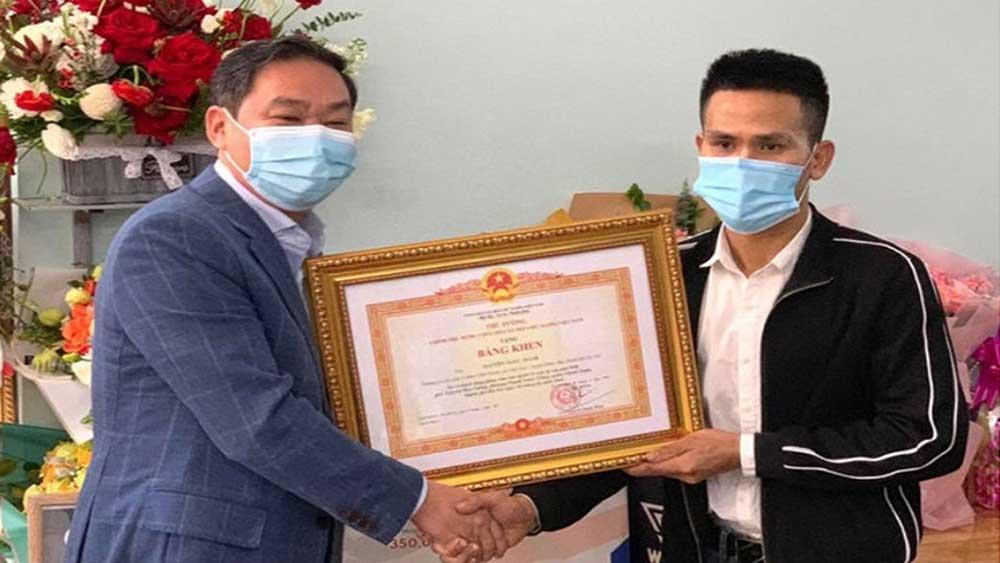 PM , praises lorry driver, tower block in Hanoi